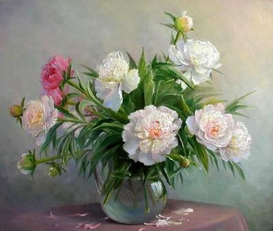 Пионы в гостиной комнате помогает девушкам обрести свою вторую половину.  Существует поверье, что цветок передает...
