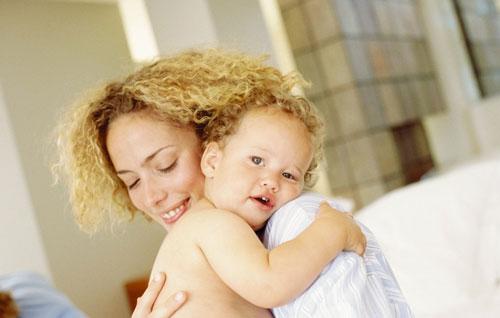 Что делать, если малыш не отпускает маму