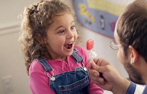 Можно ли давать конфеты ребенку, когда и сколько