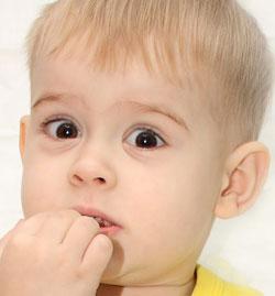 ребенок обкусывает ногти