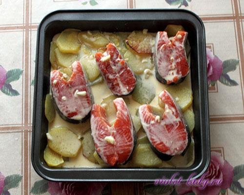 красная рыба запеченная с картофелем