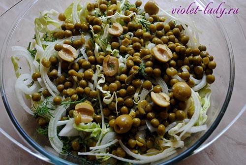 Салат: свежая капуста с горошком
