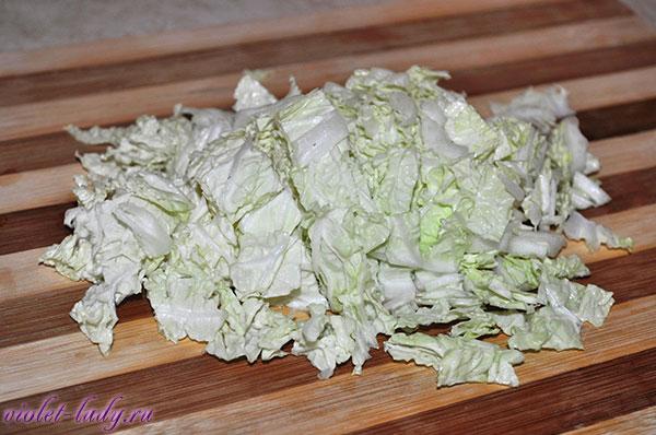 салат из малосольной семги и пекинской капусты