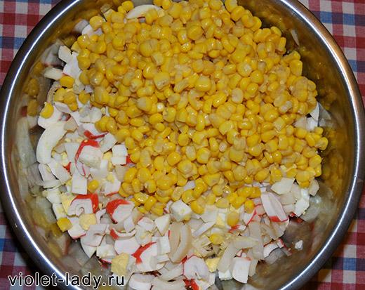 кальмары крабовые палочки кукуруза салат
