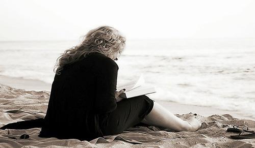 Женщина у моря