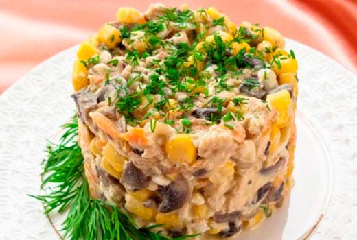 Салат с кальмарами и курицей и грибами рецепт 18